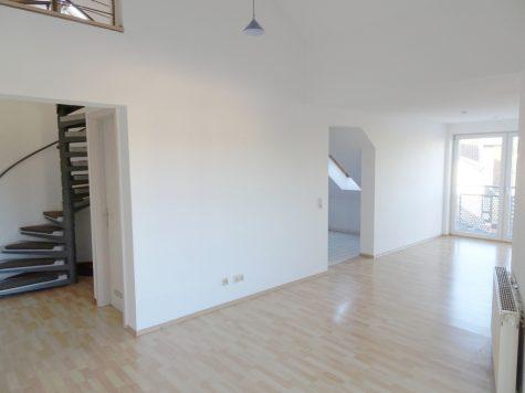 ON TOP! Bezugsfreie Dachgeschoss-Maisonette mit Balkon und TG-Stellplatz im Stadtzentrum!, 67547 Worms, Etagenwohnung