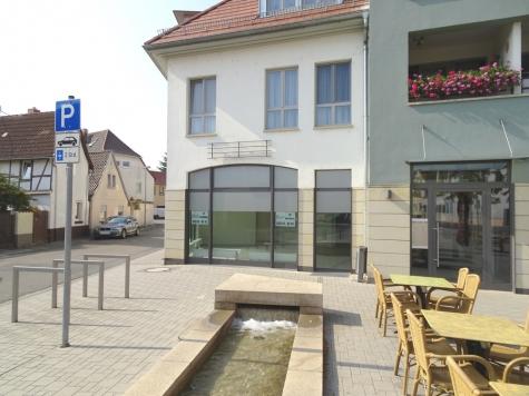 Immer im Blick: Ladenlokal in bester Eck- und Sichtlage mitten in Worms-Pfeddersheim!, 67551 Worms / Pfeddersheim, Bürofläche