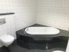 Have a Look: Penthouse de luxe - Panoramablick - Westterrasse + 2 Balkone -- Lift - EBK - TG-Platz! - Badezimmer