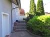 Ein bisschen Platz muss sein…! EFH mit ca. 220 m² Wfl., 2 Garagen, ca. 1100 m² Südgrundstück! - Eingangstreppe