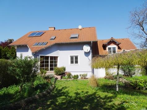 Ein bisschen Platz muss sein…! EFH mit ca. 220 m² Wfl., 2 Garagen, ca. 1100 m² Südgrundstück!, 67592 Flörsheim-Dalsheim, Einfamilienhaus